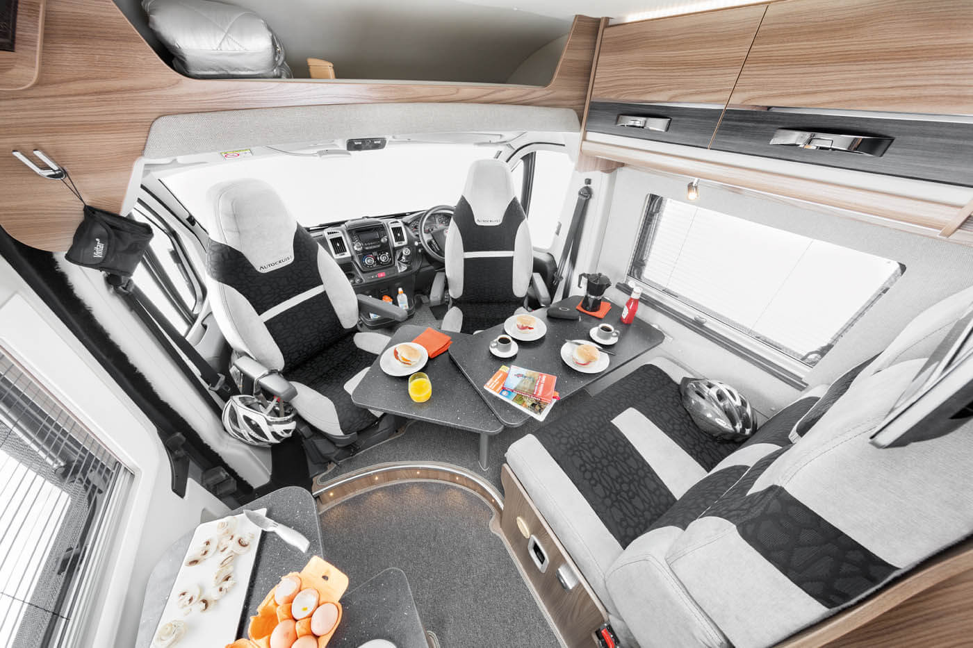 [INT]-Select-164-(Drivers,-Vogue,-Living,-Lux-Pack)-Front-lounge-seats-swivelled-[SWIFT]