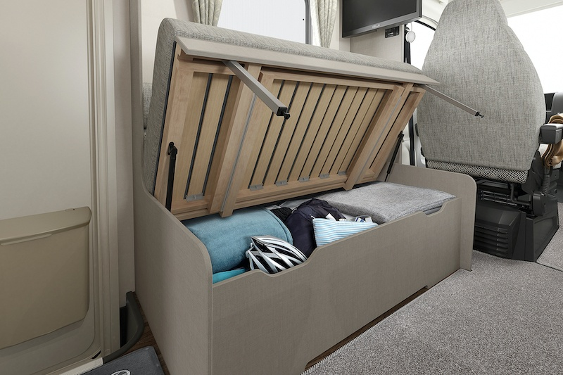 int-edge-486-underseat-storage-swift